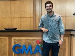 #SPOTTED: Matt Evans snaps a photo inside GMA Network compound